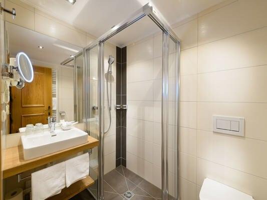 Badezimmer Familien Suite