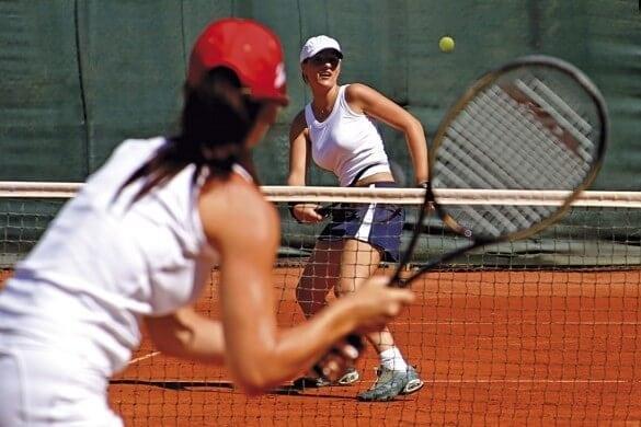 Frauen beim Tennisspielen
