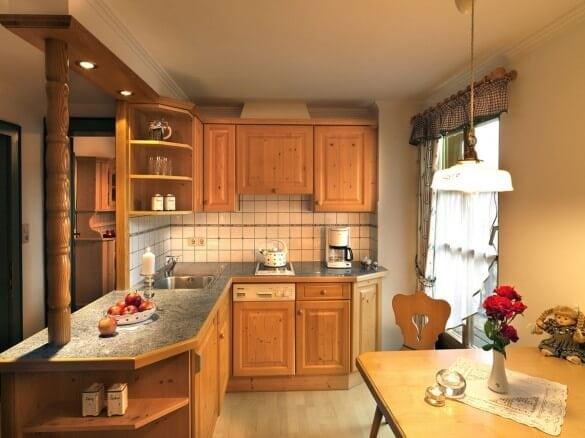 Küchenzeile mit Theke