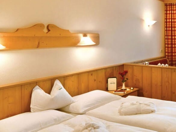 Hotelzimmer Doppelbett