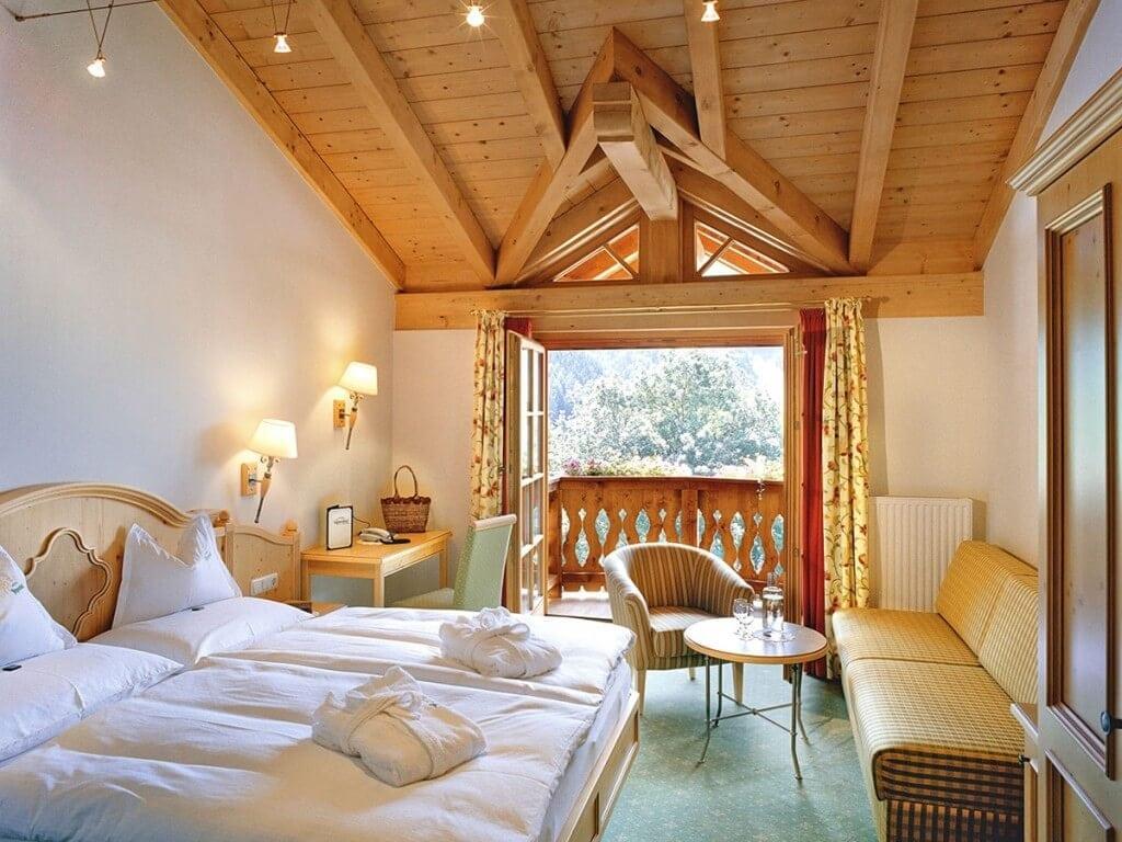 Hotelzimmer hell Gut Berg