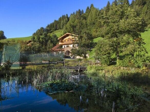 Teich vor Hotel Gut Berg