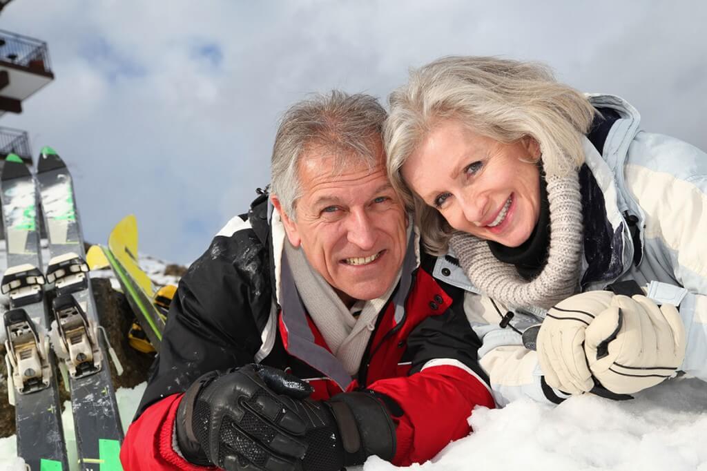 Seniorenpaar im Winter